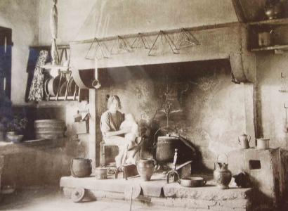 Nonna Margherita Dottorelli in kitchen in 1905